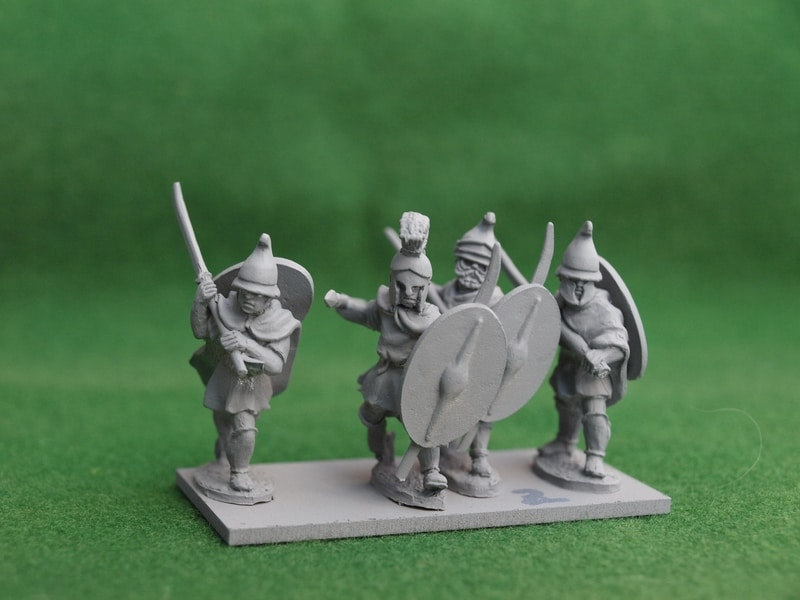 THR02 cloaked Thracian warriors